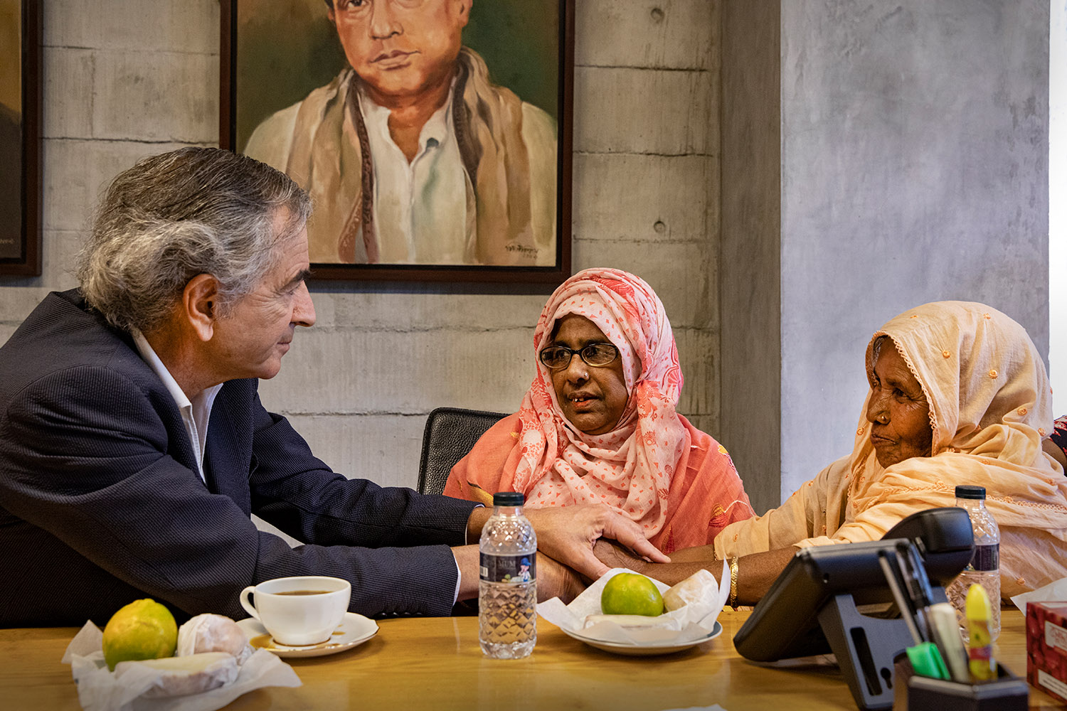 Bernard-Henri Lévy with two national heroines of Bangladesh, March 2020